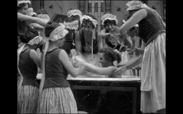 Ossie Oswalda takes a bath